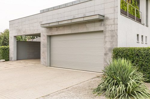 installer une porte de garage sur-mesure à Nice